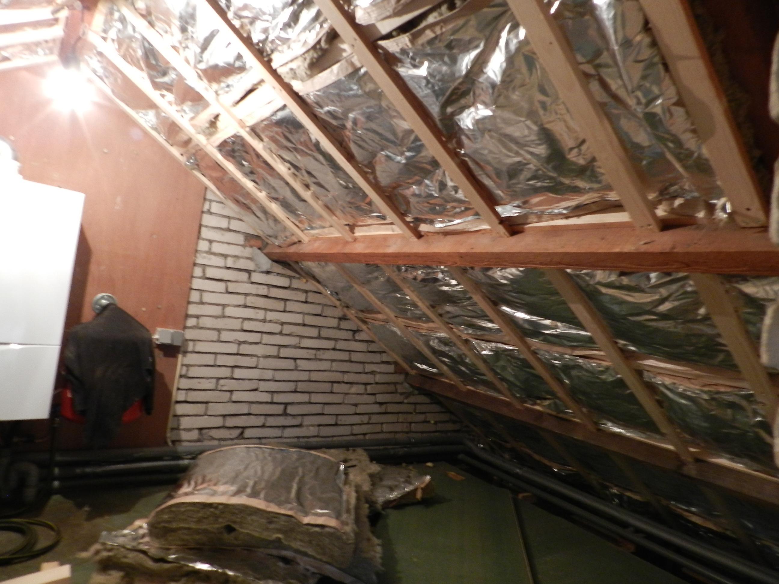 Er zat in dit dak nog een plastic dakraam ( niet ge-isoleerd) dus heb ...
