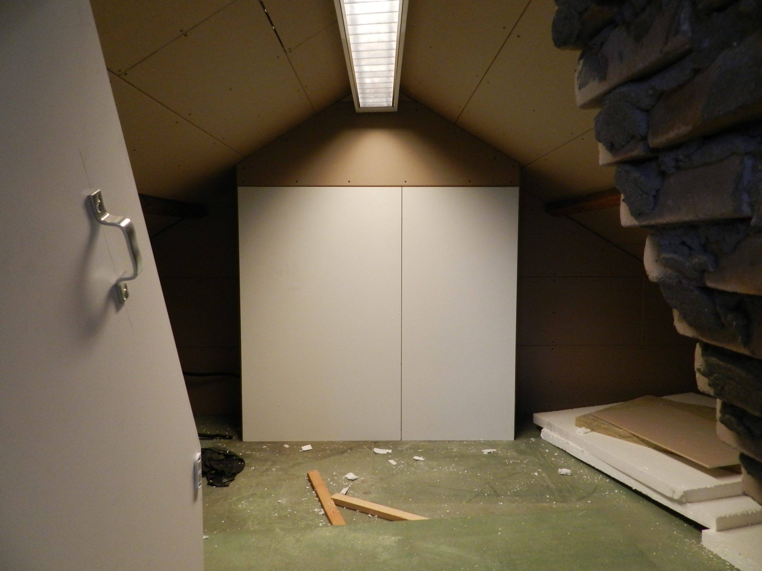 In deze kast zit de cv-ketel, de kast is volledig ge-isoleerd zodat je ...